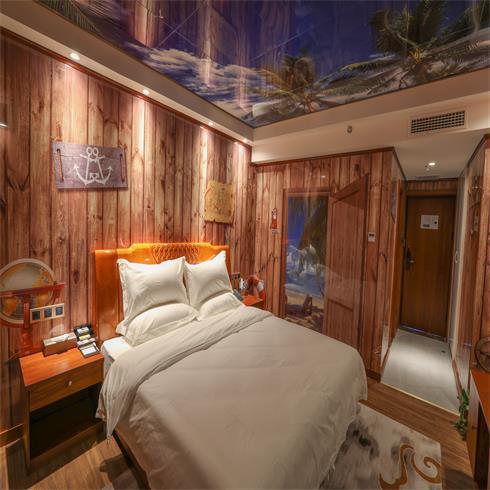 神奇金属装饰画-沙滩风酒店房间