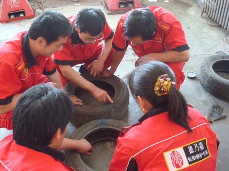 德乃福轮胎轮毂维修