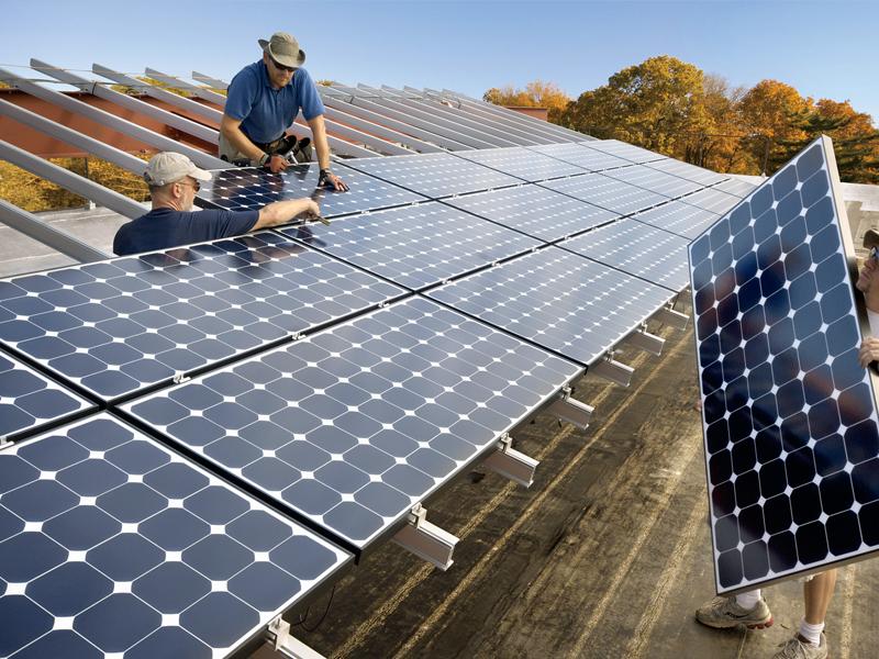 兆菱光伏发电-安装太阳能板
