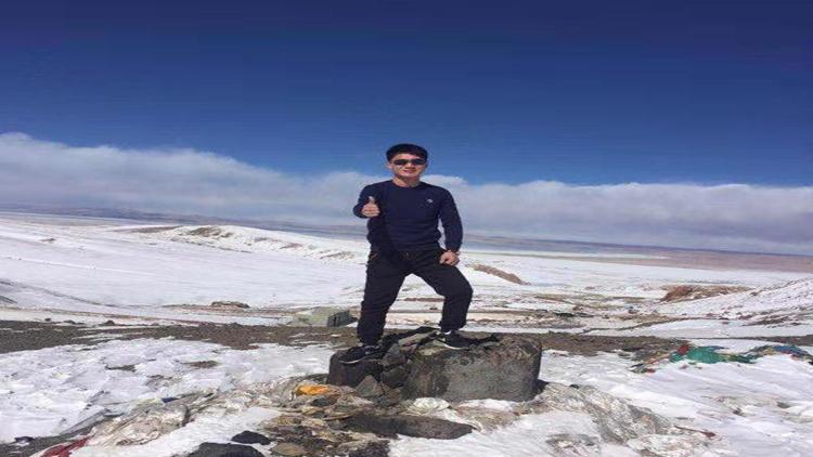 创始人在雪原