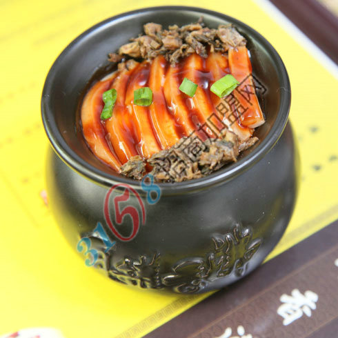 瓦罐香沸-瓦罐梅菜扣肉