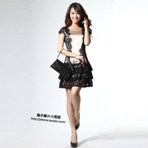 黑色蕾丝花边小短裙
