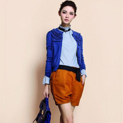 系列独有的复古气质搭配复古的蓝色衬衫或短裤或裙子