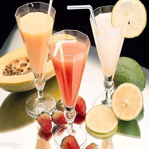 现鲜榨果汁