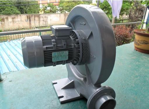 宜奥龙防爆鼓风机优势: 1、流量稳、高效率、低能耗:在先前设计与严密的品质管制下,豪冠旋涡式气泵具有如下的性能。 2、低耗能:所以吹喷吸引等任何方法任何方法都有其效能,且豪冠风机在高压力的范围有较保守的设计,在使用情形产生变化时,台湾豪冠风机依然安全运转。 3、可靠性高:除了叶轮外,豪冠风机没有其他动件,且叶轮直接连接马达,无齿轮或传动皮带带动,因此可靠性高,几乎免维修。