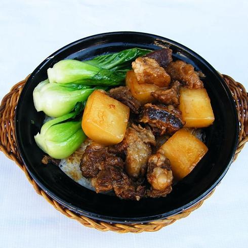 萝卜炖牛腩煲仔饭