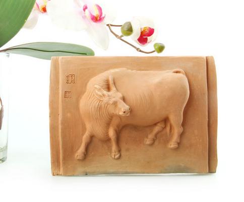 泥牛黄工艺品-浮雕牛