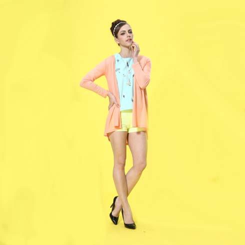 艾丽哲女装修身开衫长袖搭配休闲短裤