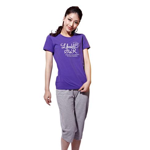 捷路运动服装-经典深紫色上衣灰色休闲五分裤搭配