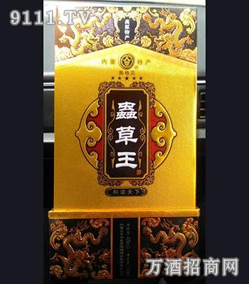 """贝""""虫草王酒以五谷杂粮作为主料,气味芳香纯正、入口绵甜爽净;"""