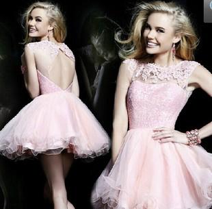 小短裙婚纱_蕾丝婚纱小短裙适合海滩婚礼-巴黎品牌婚纱混搭穿法让你足够美