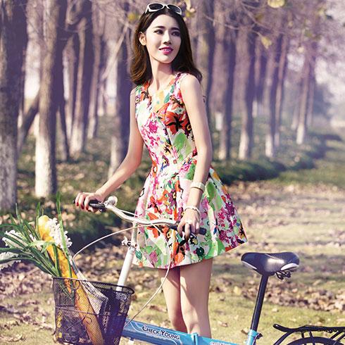 阿珍妮女装产品-花色收腰连衣裙