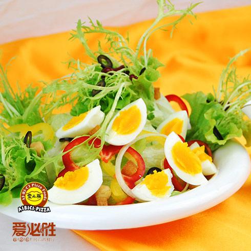 鸡蛋有机鲜蔬沙拉