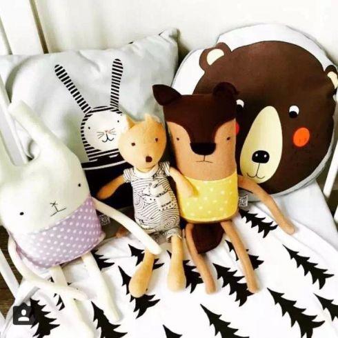 ins爆款可爱卡通儿童房动物抱枕狮子熊企鹅靠垫北欧