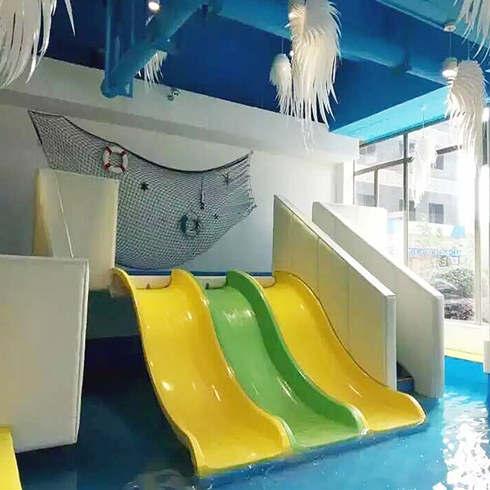 卡依婴儿游泳馆滑梯