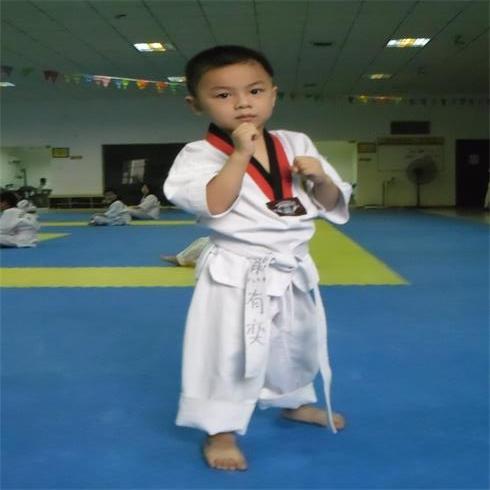 峰道会跆拳道学生