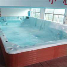 鱼乐贝贝婴儿游泳馆-大型浴池