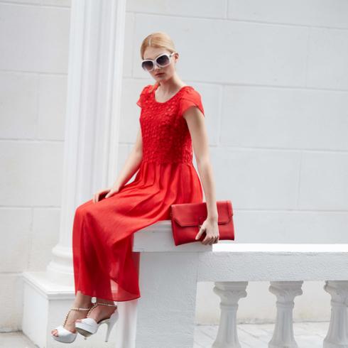 金蝶茜妮红色长裙
