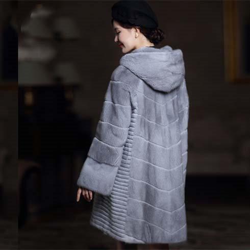 灰色时尚大衣