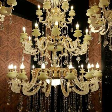 拓域灯饰总部是一家专注大型酒店、奢华会所、高档住宅、商用场合的灯饰方案解决商以及各种灯饰批发。中山市横栏镇拓域灯饰厂包括水晶灯系列、吊灯、吸顶灯、壁灯、客房灯、民用台灯、落地灯等,品种多样,规格齐全,现已拥有照明灯具产品品种上万个。如今,拓域照明的产品不仅遍布全国各地,早在数年前,就已经打入国际市场,畅销欧美、东南亚、中东、日本及台湾、香港等地区。