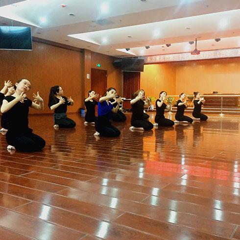 东方童民族艺术教育-舞蹈课