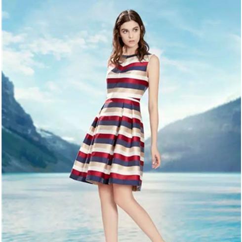 波浪条纹连衣裙