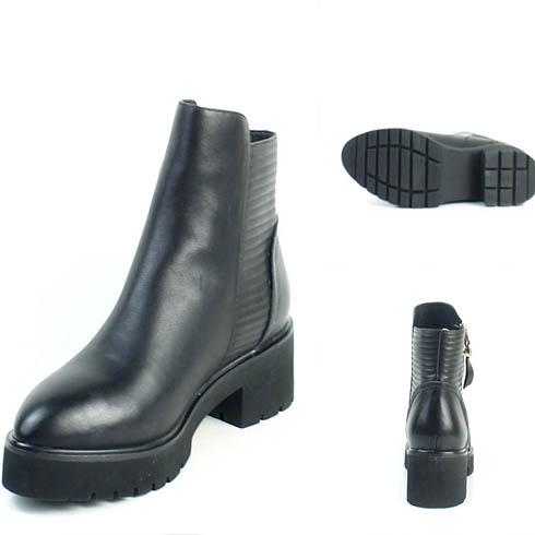 低帮黑色小皮鞋