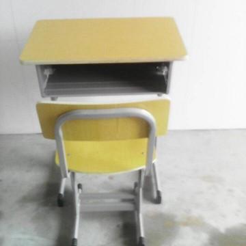 大量批发定做多功能学校书桌钢木升降课桌椅