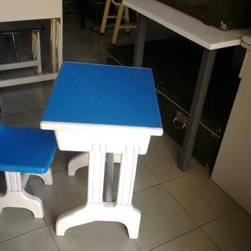 仁睦学生用品儿童课桌椅