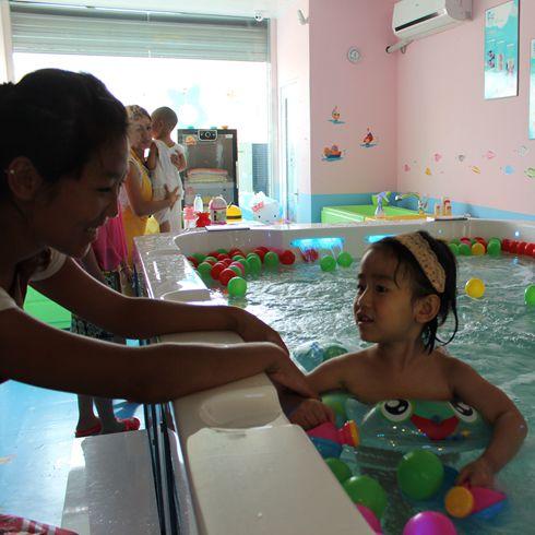 婴儿游泳馆6