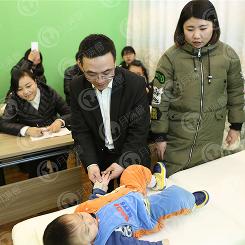 月满馨母婴护理中心-小儿推拿