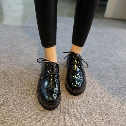 布洛克复古小皮鞋