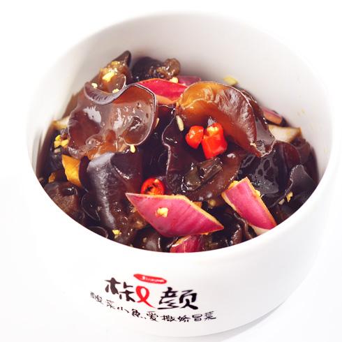 椒颜酸菜小鱼-凉拌木耳