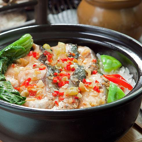 粒粒香煲仔饭-剁椒鱼腩煲仔饭