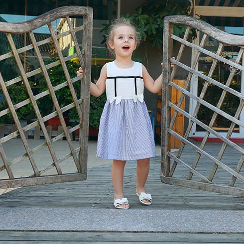 芭乐兔童装-甜美无袖连衣裙