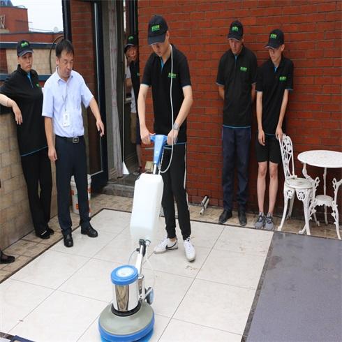 美家美邦家政保洁-地板清洁培训
