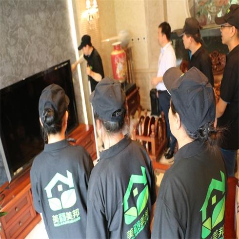 美家美邦家政保洁-电视墙清理培训