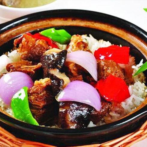 巧仙婆砂锅焖鱼饭快餐-红烧牛肉煲仔饭