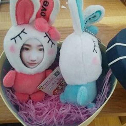 推出的情侣大头贴玩偶,造型兔子可爱迷人,女神们都喜爱,男生送给女生