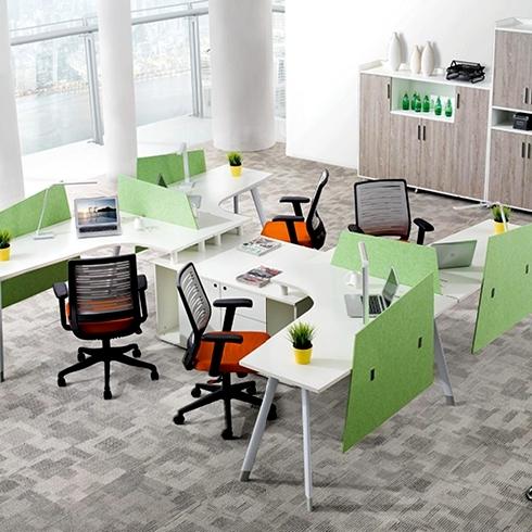 安达-办公桌