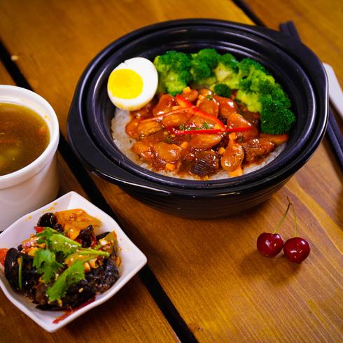 澳食尚煲仔饭-剁椒牛肉煲仔饭
