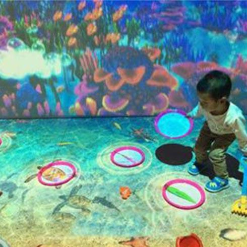 鱼你同乐吃奶鱼-互动投影沙滩