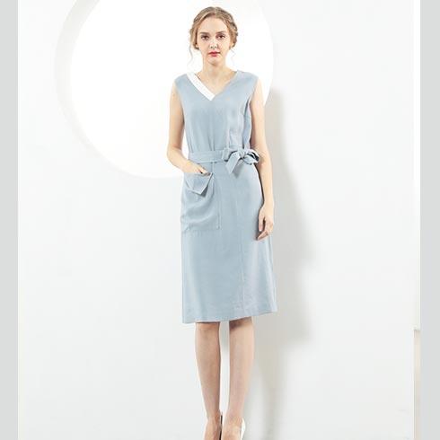 佰莉衣橱女装-V领纯色连衣裙