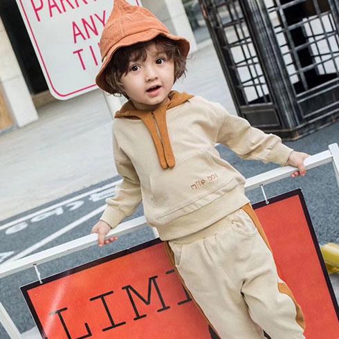 米可童装-卡其色带帽休闲套装