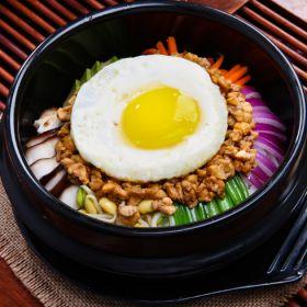 转美味鸡肉石锅拌饭