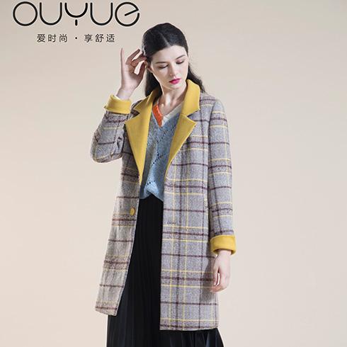 欧玥时尚女装-复古格子西装领大衣