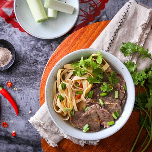 阿甘锅盔-牛肉粉丝汤