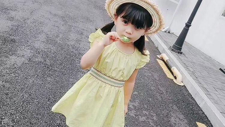 小黄麦-可爱花格腰带连衣裙