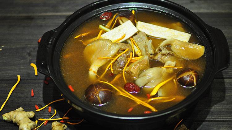 巴人媳妇七品汤煲馆-山菌排骨汤