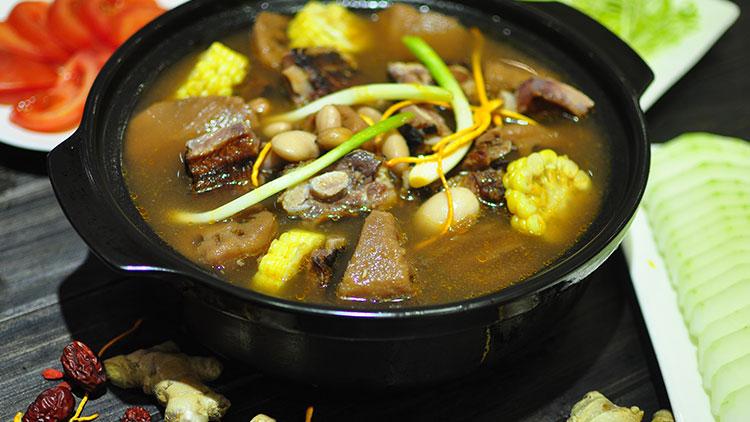 巴人媳妇七品汤煲馆-藕王腊排汤